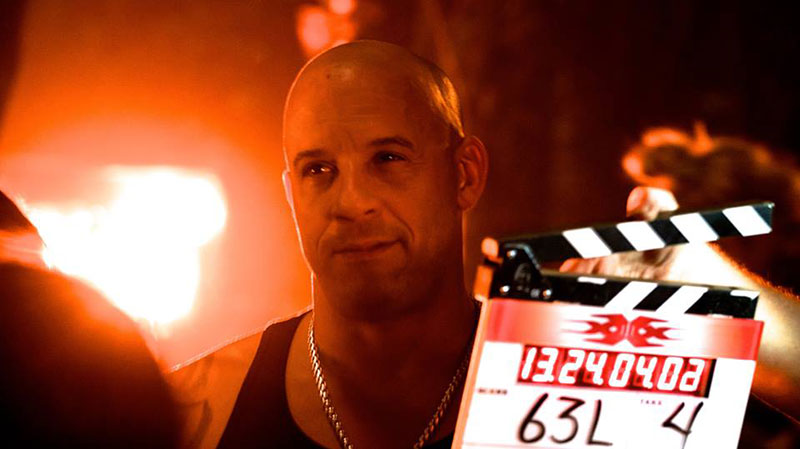Vin Diesel corre con la sua moto sul set di xXx 3: The Return of Xander Cage