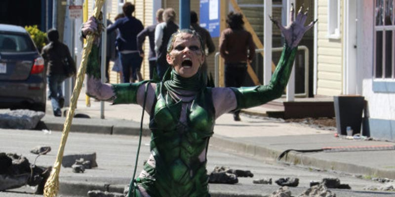 Power Rangers – Elizabeth Banks è Rita Repulsa nelle foto e nei video dal set