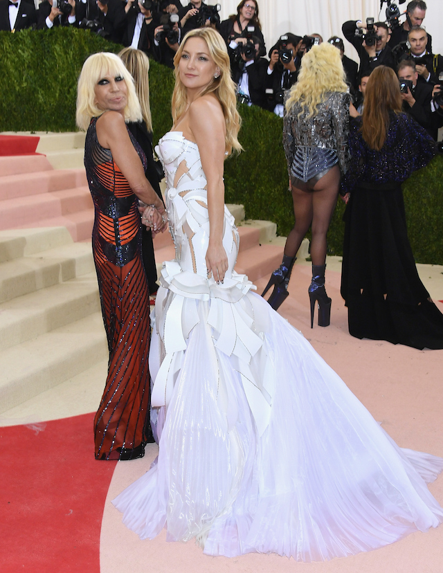 Donatella Versace e Kate Hudson (Larry Busacca/Getty Images)