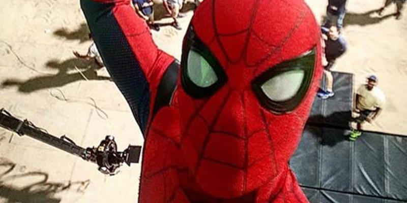 Spider-Man: Homecoming – Tom Holland ci regala un selfie a un anno dall'uscita del film!