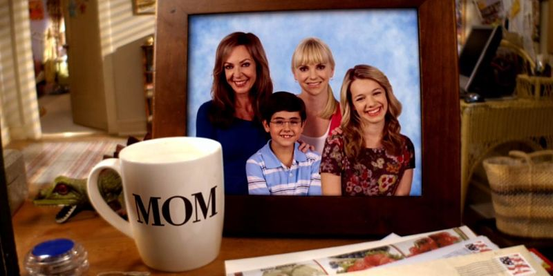 Mom_(serie_televisiva)_opt