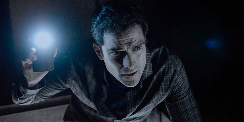 Alfonso-Herrera-as-Father-Tom-in-The-Exorcist-Season-1-Episode-1_opt