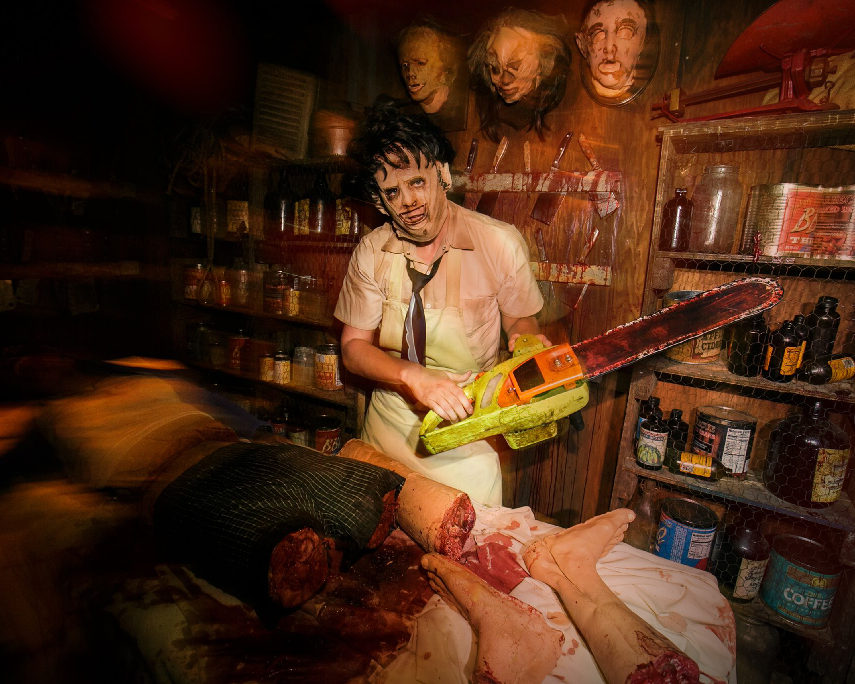 Universal Studios Hollywood Halloween Horror Nights_Texas-2
