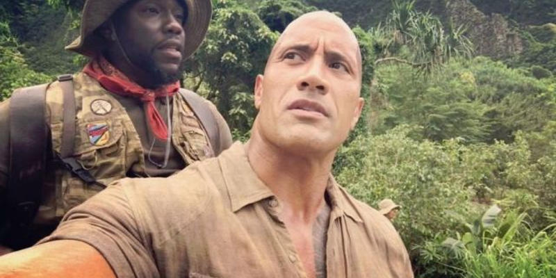 Jumanji: Dwayne Johnson porta a spasso Kevin Hart in un nuovo video dal set