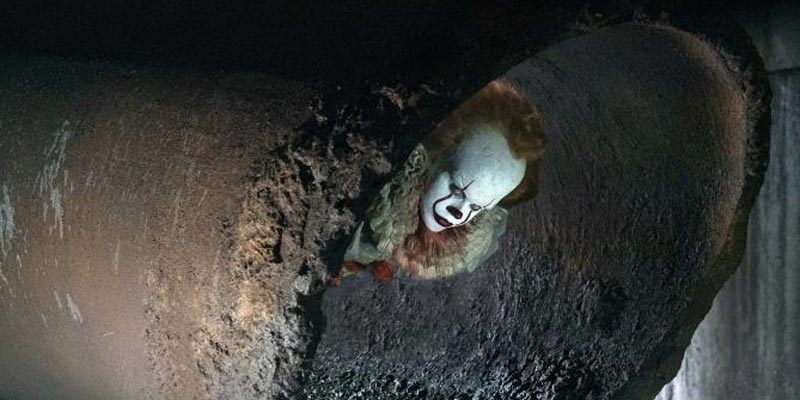 Stephen King's IT – Nuova foto con Pennywise nelle fognature