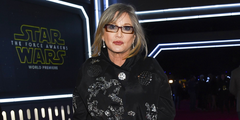 122316-celebs-news-carrie-fisher-heart-attack-1