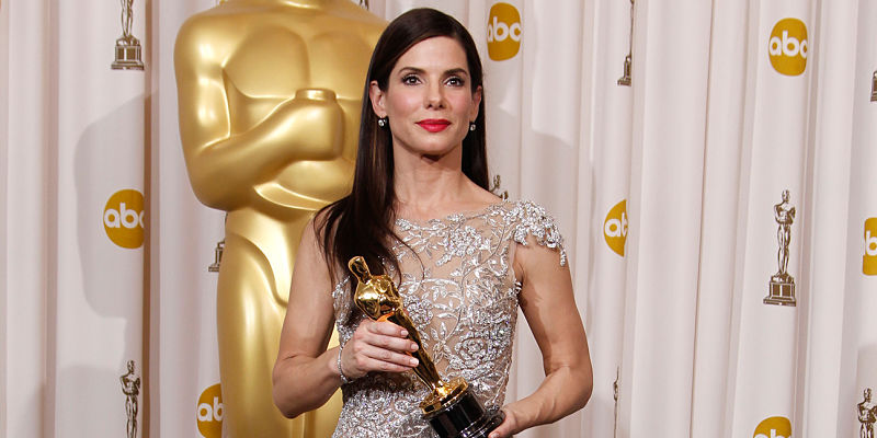Sandra Bullock poses with the Oscar for Actress in a Leading Role for
