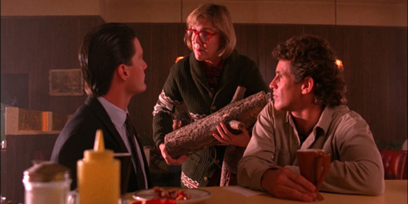 log-lady-with-agent-cooper-and-sheriff-truman-600x450jpg_opt