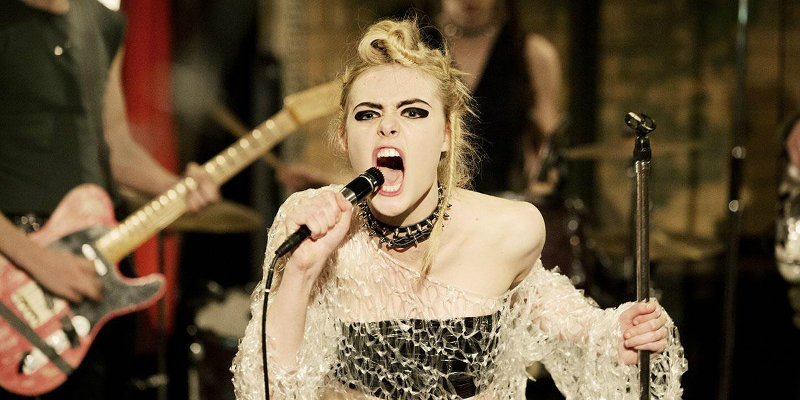 How to Talk to Girls at Parties: ecco il trailer con Elle Fanning e Nicole Kidman
