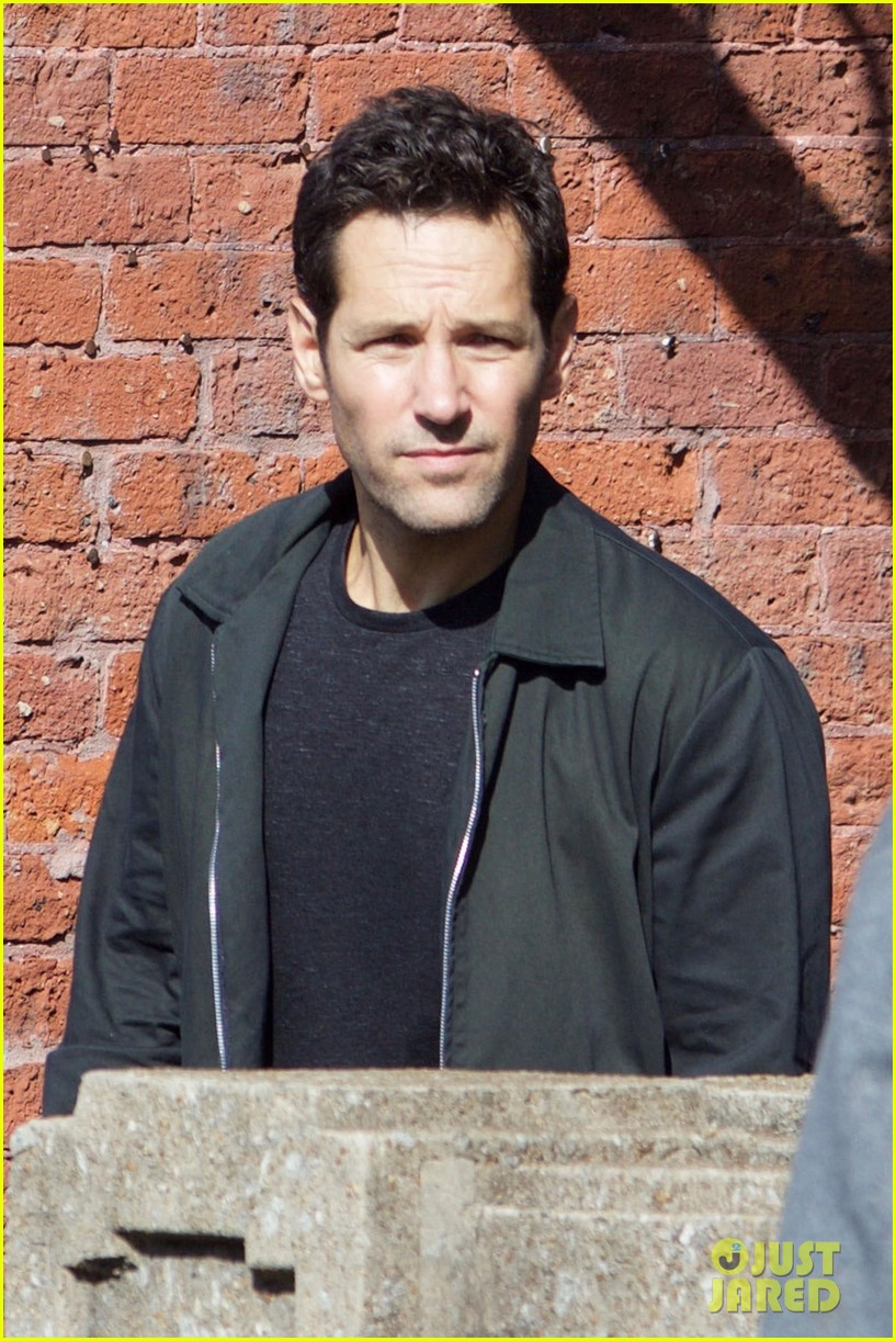 paul-rudd-spotted-on-ant-man-and-the-wasp-set-with-evangeline-lilly-02