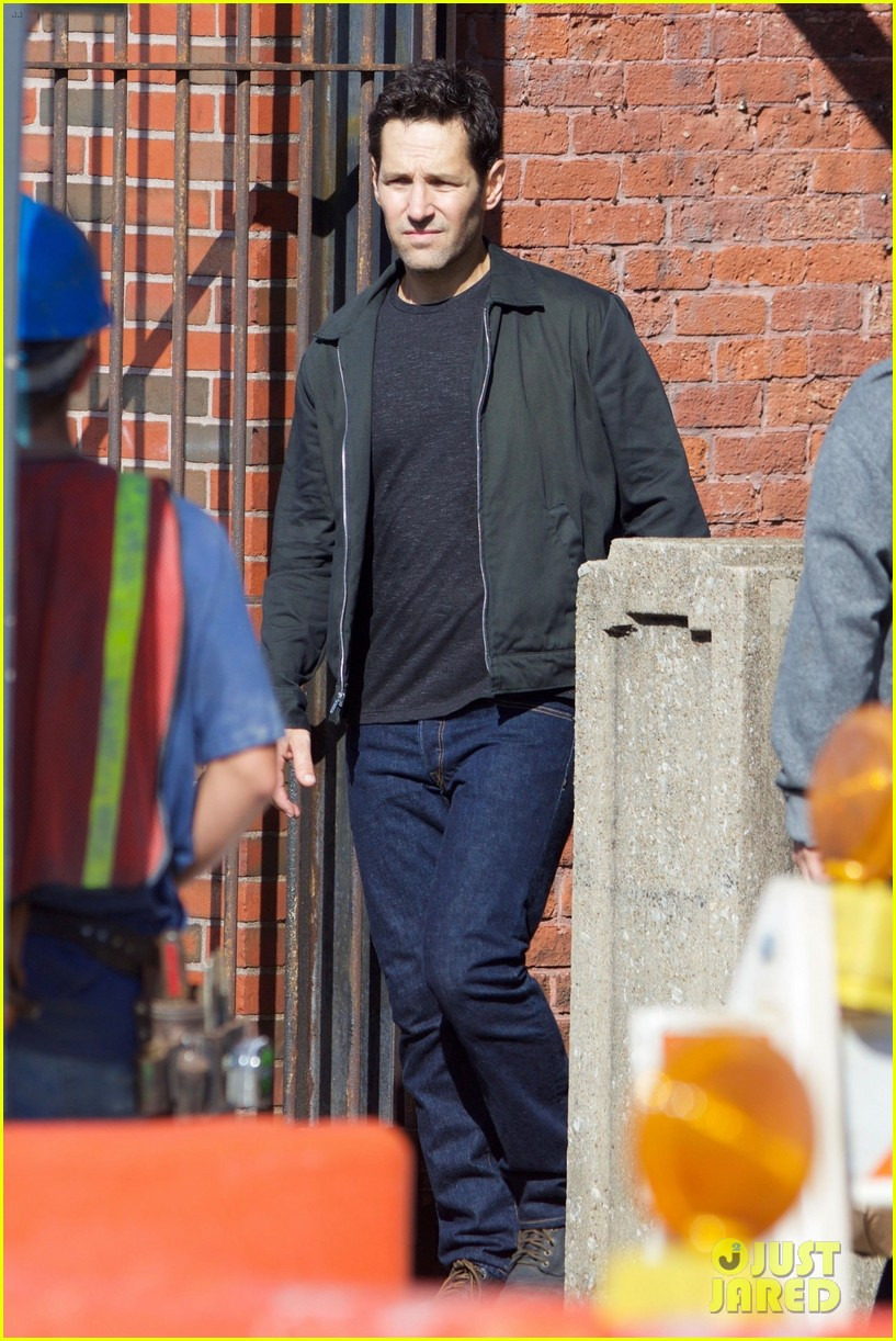 paul-rudd-spotted-on-ant-man-and-the-wasp-set-with-evangeline-lilly-05