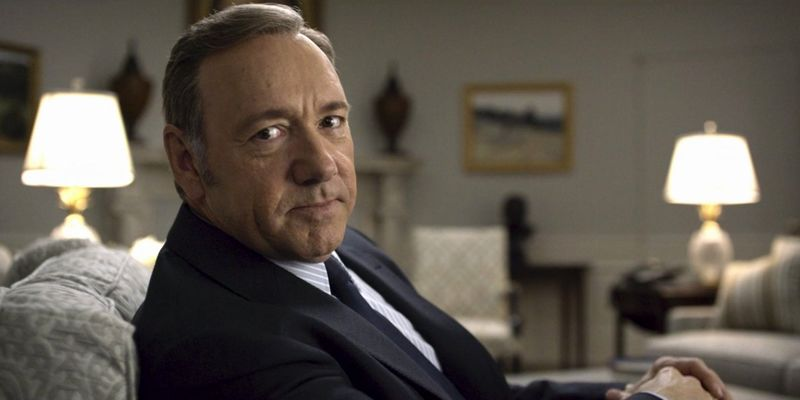 """Netflix contro Kevin Spacey: """"Deve lasciare House of Cards!"""""""