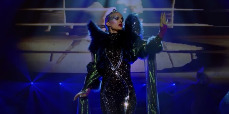 Natalie Portman canta 'Wrapped Up' per la colonna sonora di Vox Lux, ecco il video