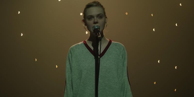 Teen Spirit – Elle Fanning canta Dancing On My Own nel videoclip