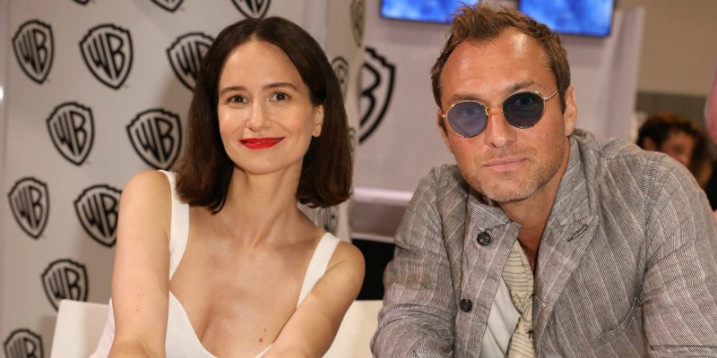Katherine Waterston ragguinge Jude Law nella serie HBO/Sky The Third Day
